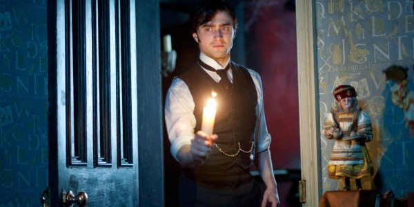 Daniel-Radcliffe_Woman-in-Black-Still